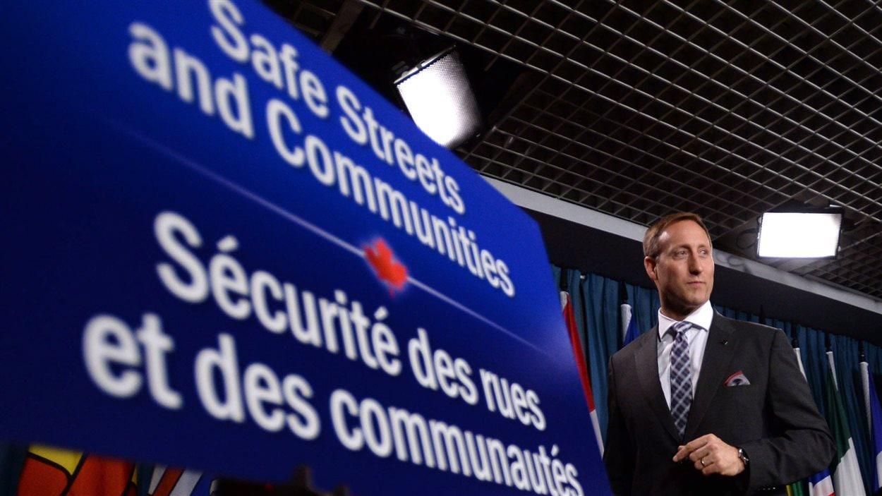 Le ministre de la justice Peter MacKay, le 4 juin 2014, lors du dépôt du projet de loi 36 criminalisant l'achat de services sexuels.