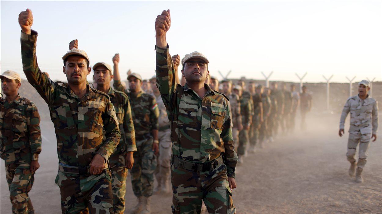 Soldats kurdes en formation