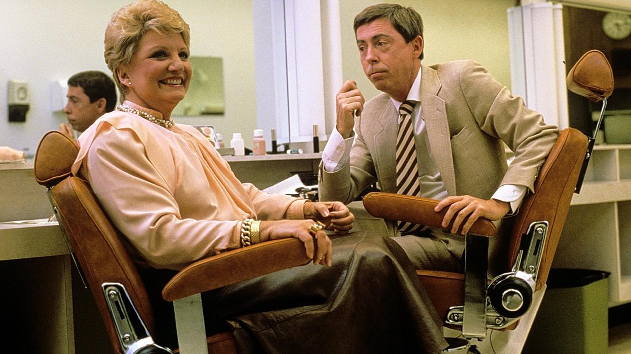 Suzanne Lapointe et Gilles Latulippe, assis dans la salle de maquillage avant «Les démons du midi» en 1987.