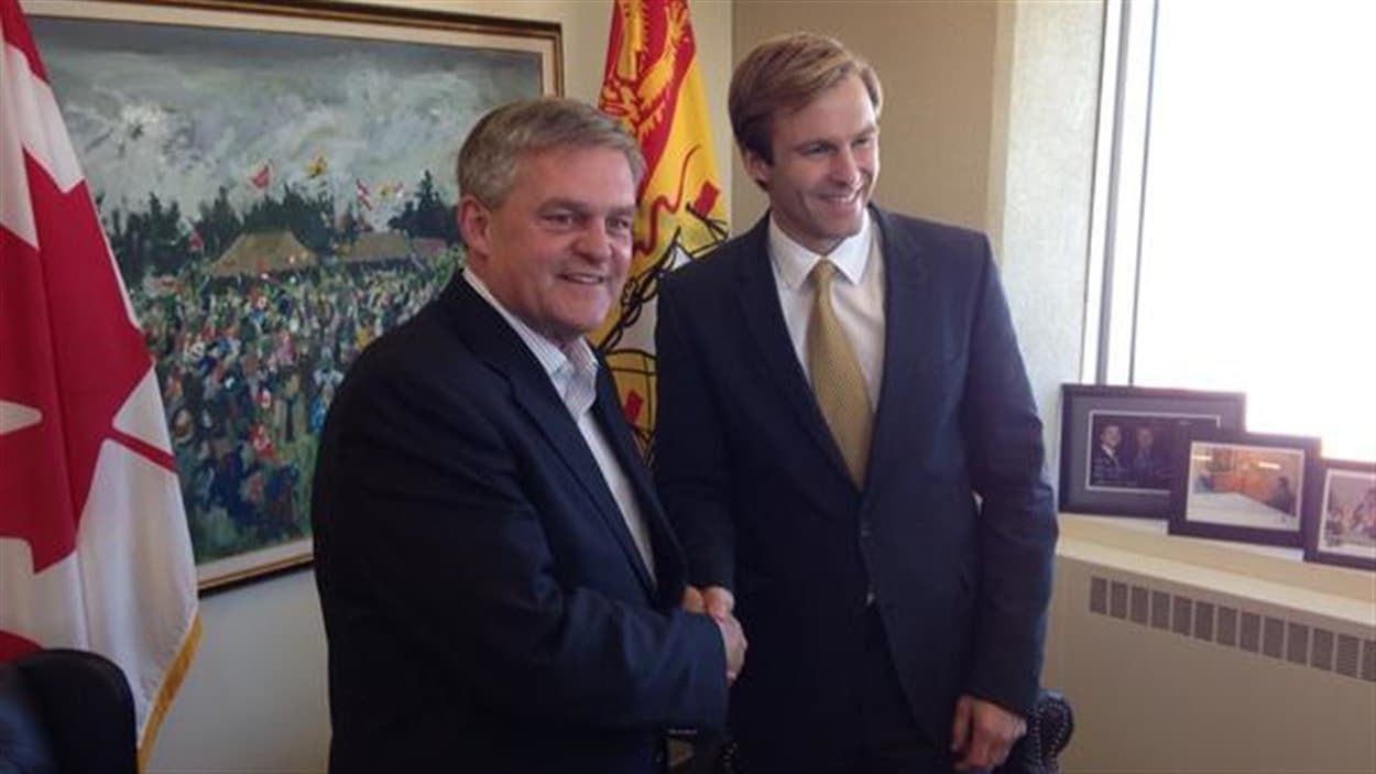 David Alward et Brian Gallant lors d'une rencontre à Fredericton