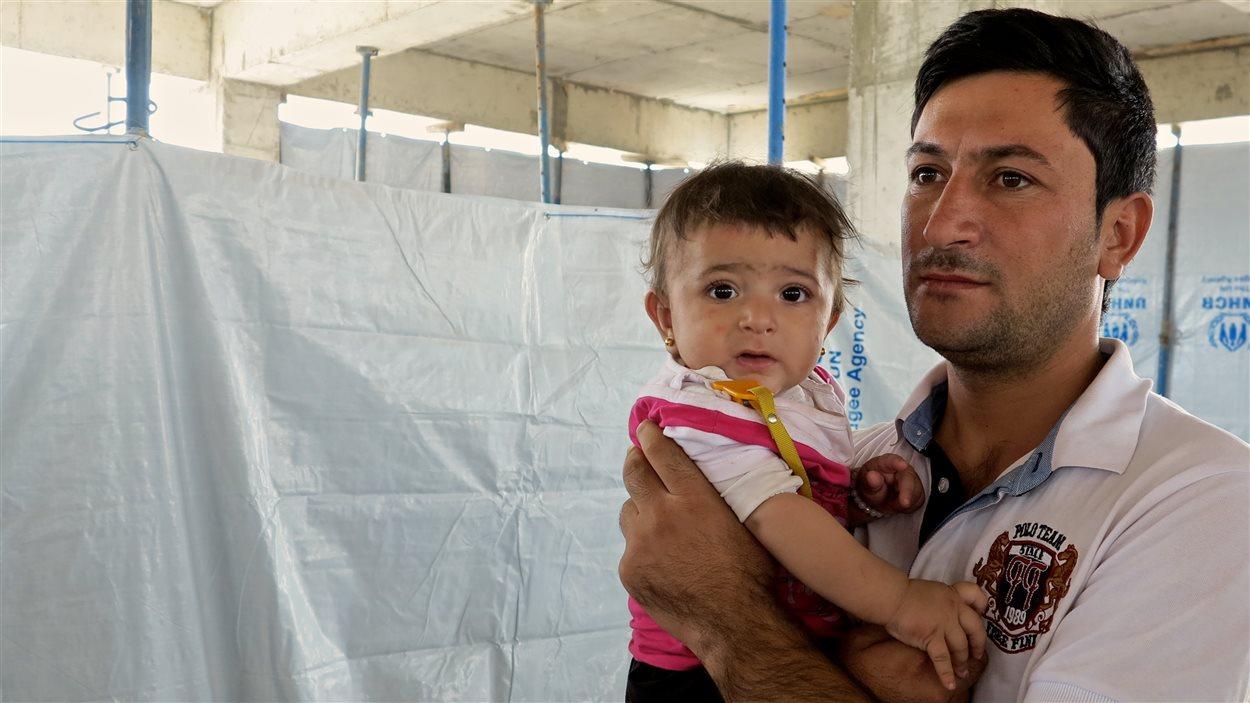 Ibrahim a lui aussi fui les djihadistes du groupe armé État islamique avec sa famille.