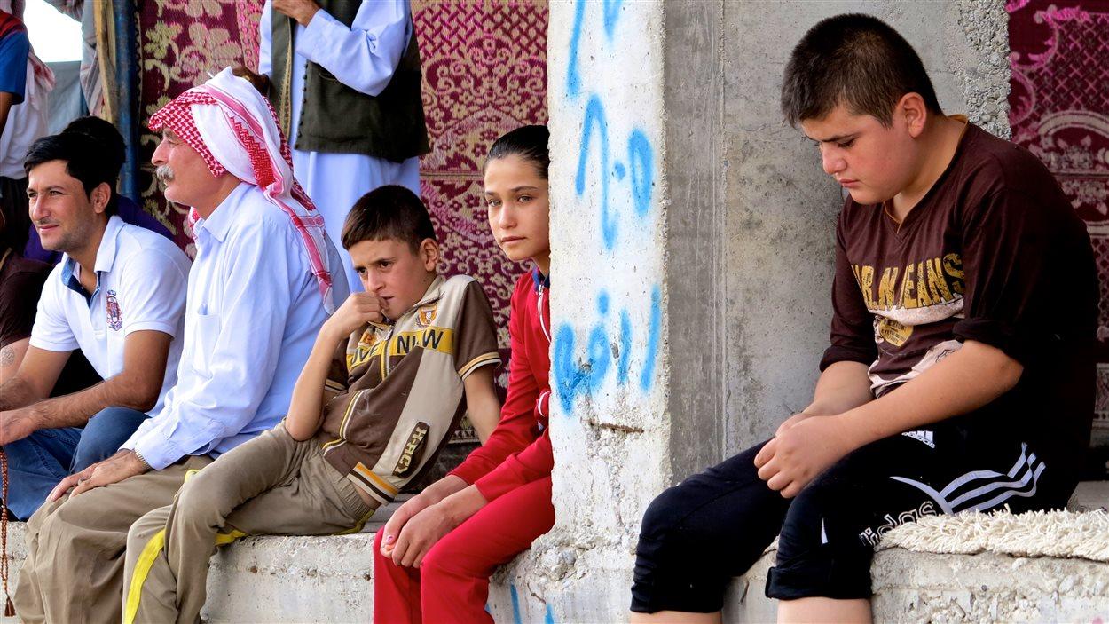 Ibrahim et Youssef (à gauche), avec d'autres réfugiés
