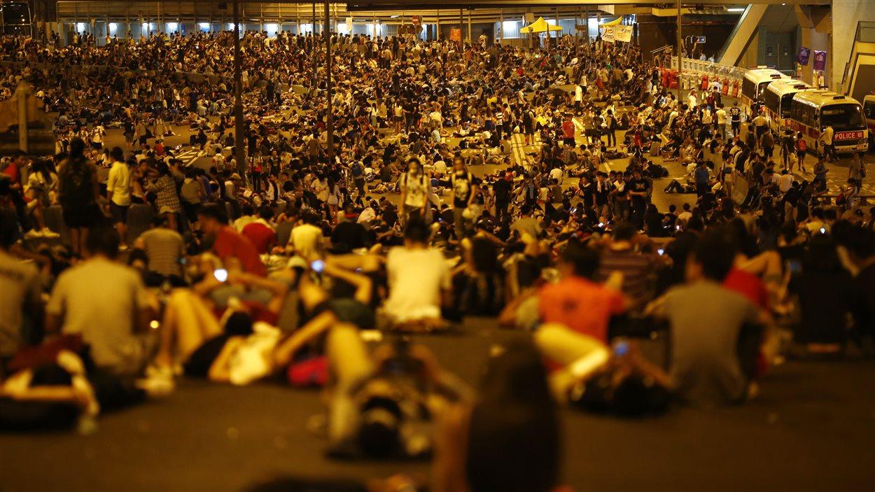 Les manifestants ont défié les forces antiémeute dans la nuit de dimanche à lundi.