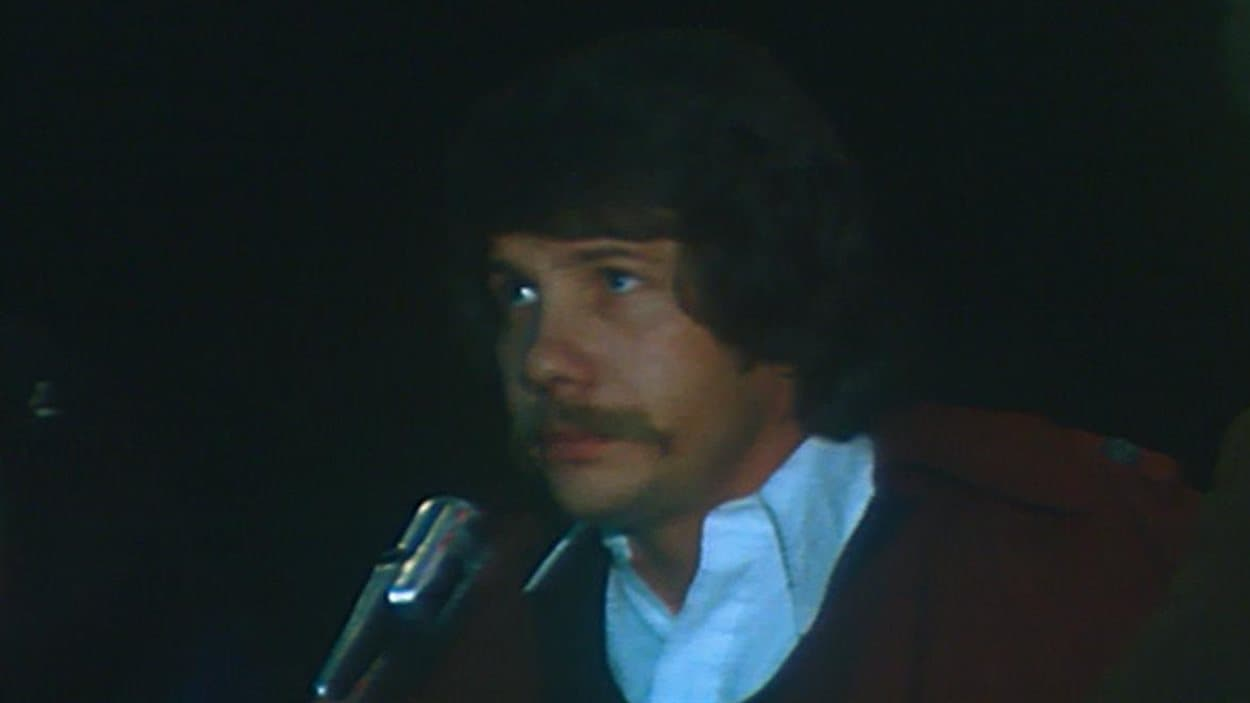 Jean Doré, lors du congrès de fondation du Rassemblement des citoyens de Montréal, en 1974.