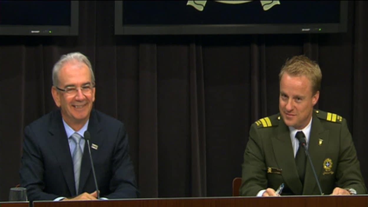 Le commissaire à la lutte contre la corruption, M. Robert Lafrenière, et André Boulanger, responsable du Service enquêtes sur la corruption de la Sûreté du Québec