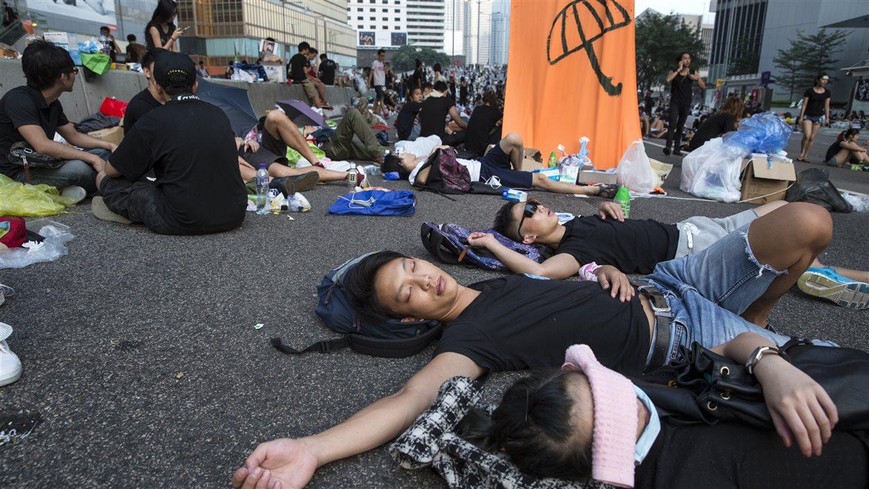 Des manifestants prodémocratie ont passé la nuit devant le bâtiment du gouvernement de Hong Kong.