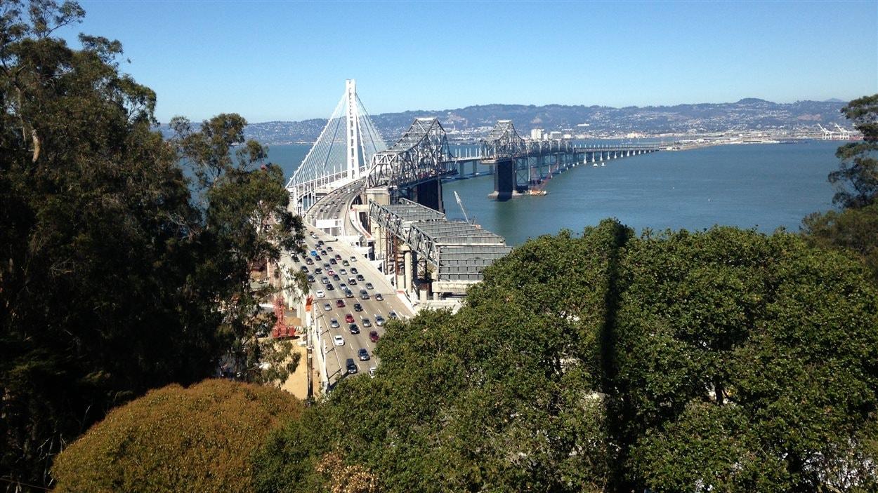 Le Bay Bridge à San Francisco