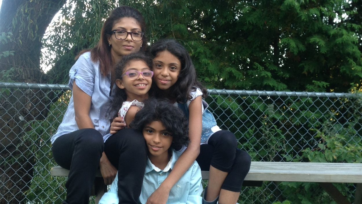 Ensaf Haider et les enfants Badawi, Miriam, Tirade et Najua, à Sherbrooke.