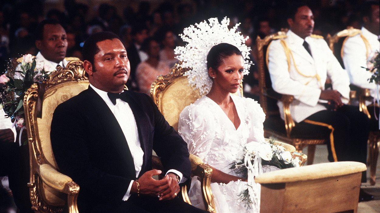 Jean-Claude Duvalier et son épouse Michele Bennett lors de leur mariage en 1980 à Port-au-Prince.