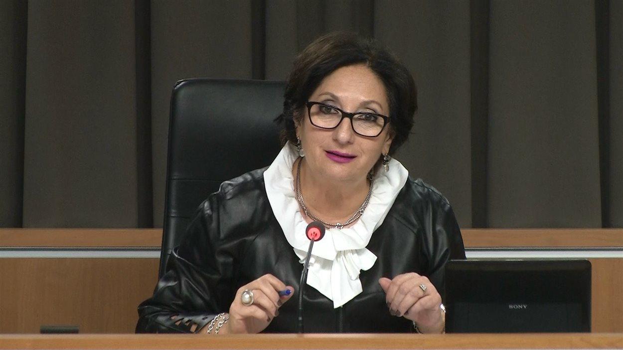 La juge Charbonneau.