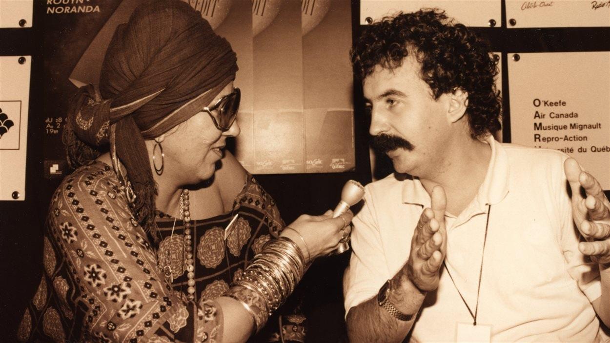 Francine Grimaldi au travail lors du Festival du cinéma international en Abitibi-Témiscamingue, en 1989
