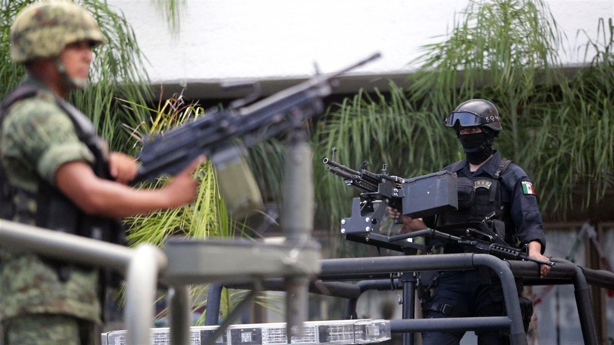 Des millitaires sont en poste à Iguala, au Mexique.