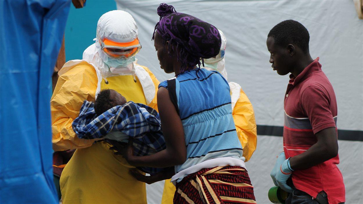 Centre de traitement de l'Ebola de Foya où ont travaillé deux médecins québecois revenus de mission du Liberia