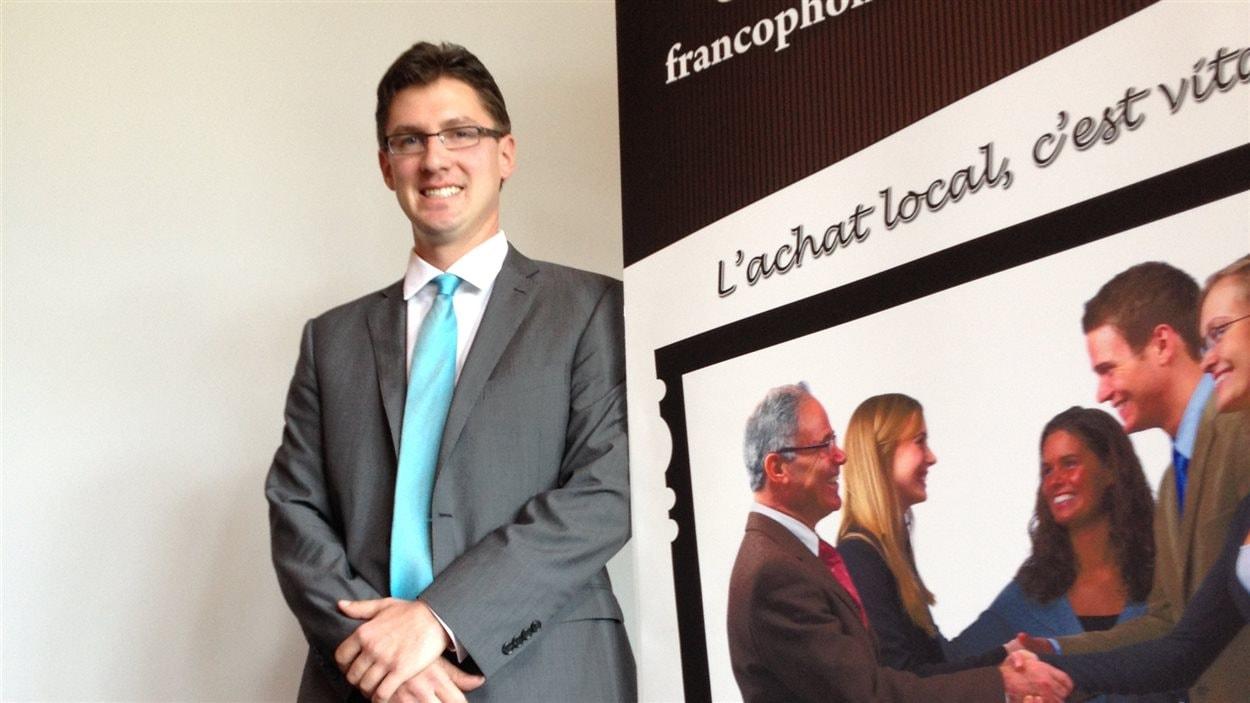 Le candidat pour le poste de conseiller de Saint-Boniface participe à un débat organisé par la Chambre de commerce de Saint-Boniface.