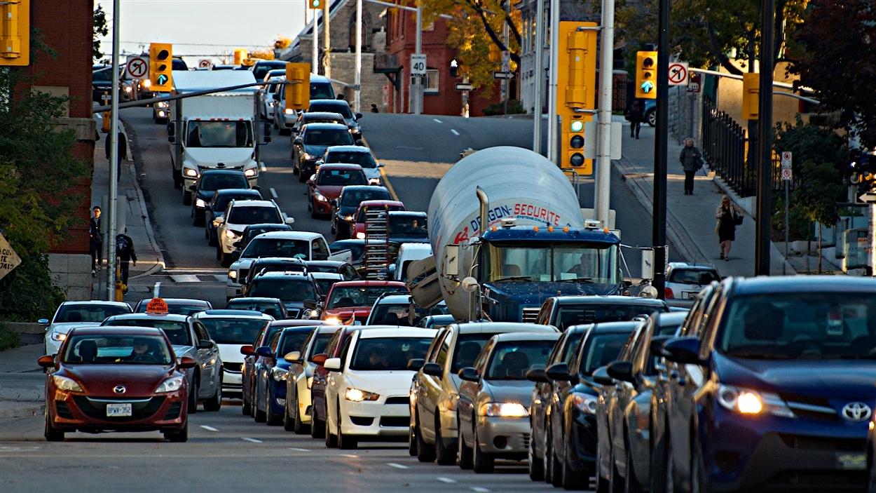 La circulation est dense au centre-ville d'Ottawa, à la suite de la fusillade au Parlement.