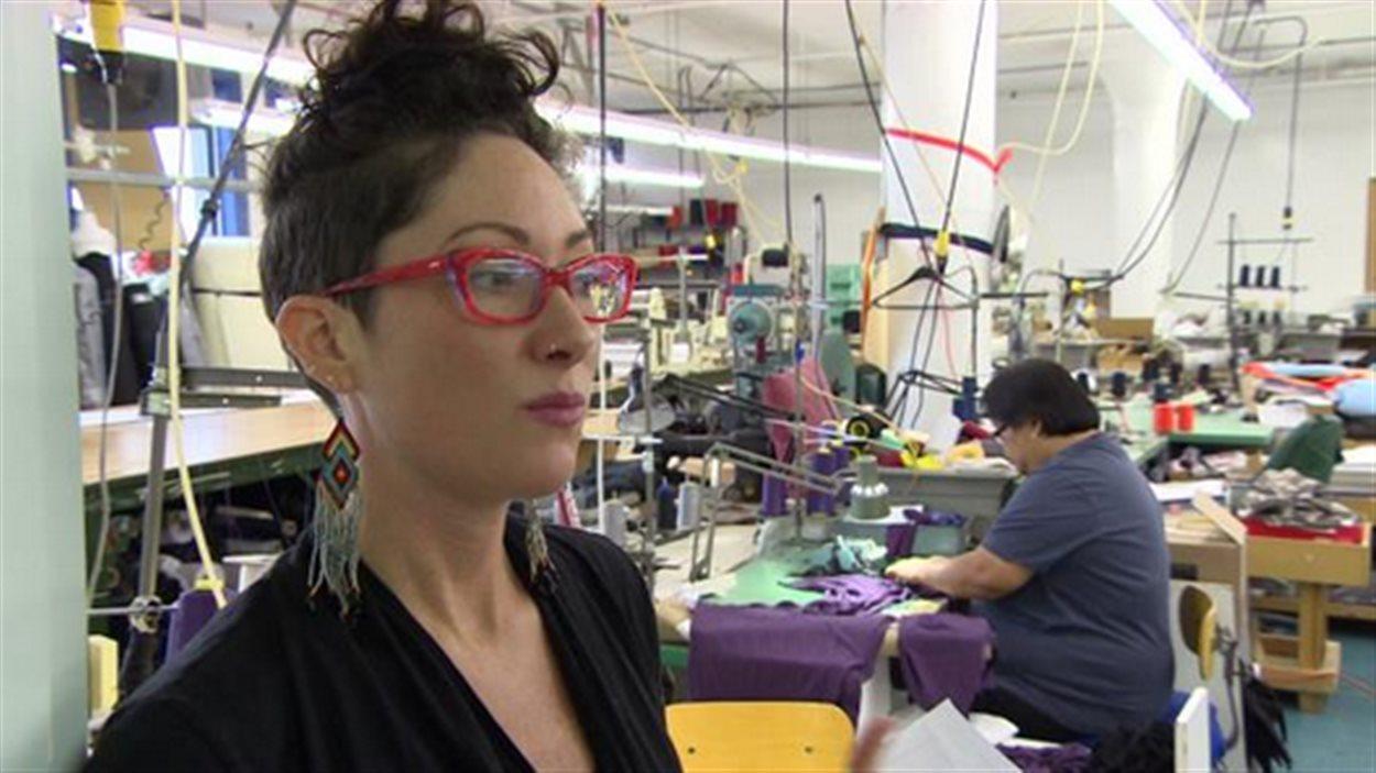 Andréanne Dandeneau, propriétaire de l'entreprise de conception de vêtements « Voilà »