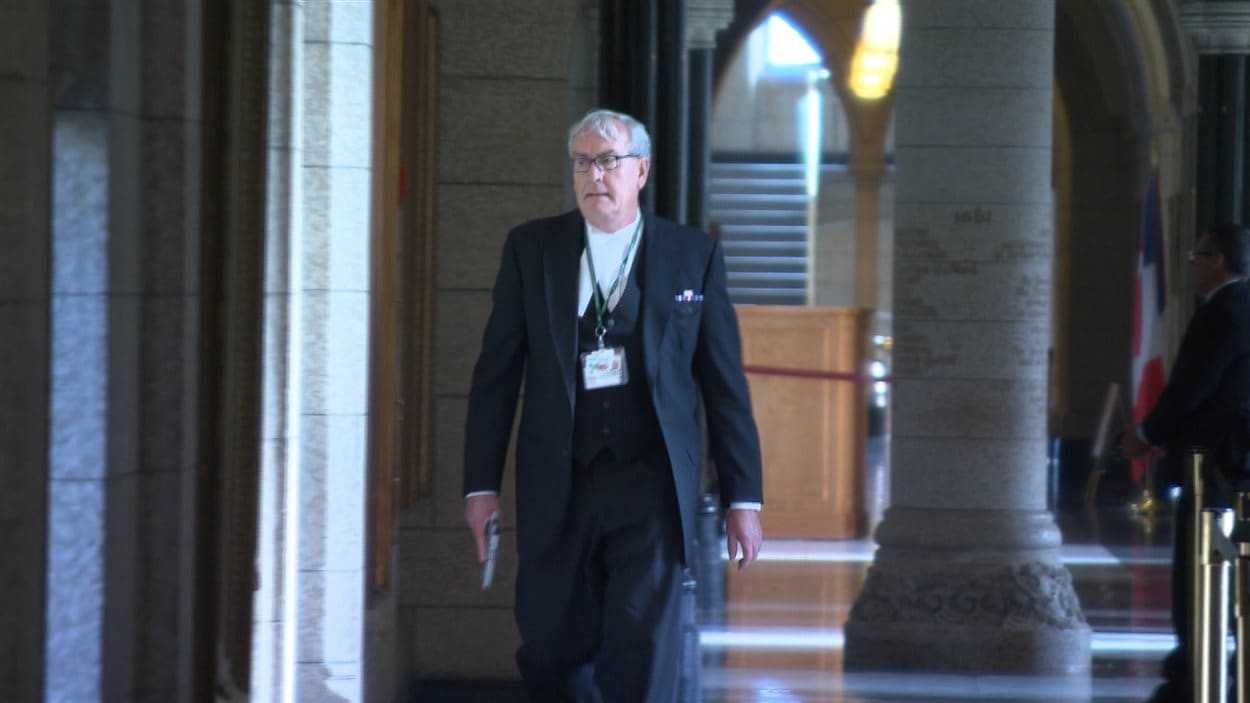Le sergent d'armes de la Chambre des communes, Kevin Vickers, après avoir abattu le tireur présumé dans le parlement.