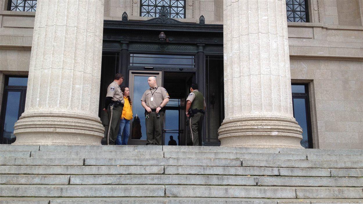 Sécurité renfonrcée au Palais legislatif du Manitoba.