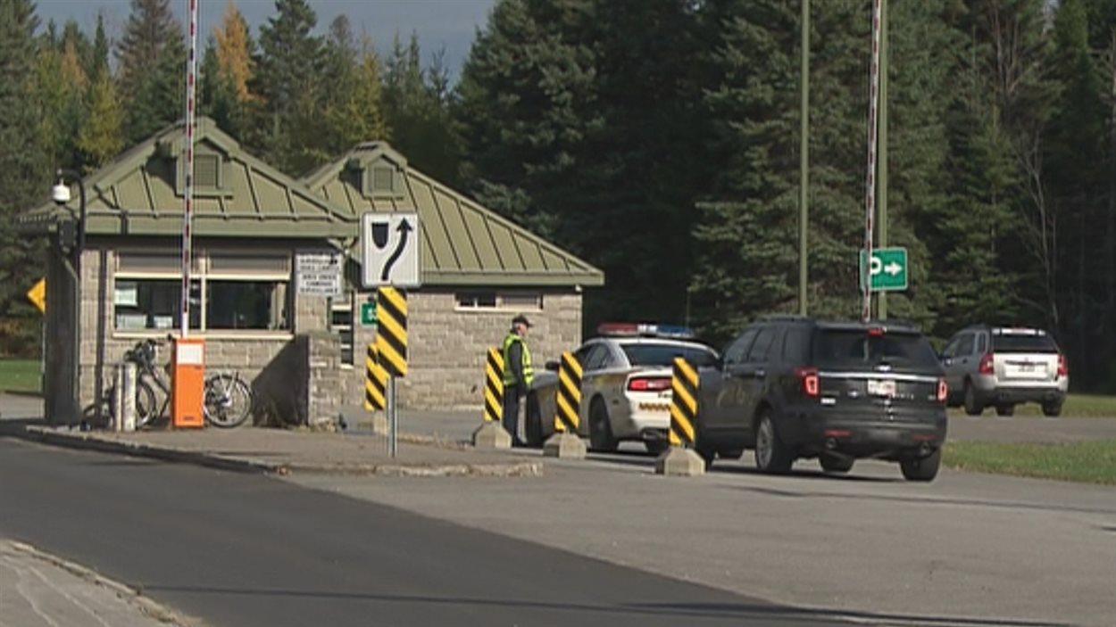 La sécurité est aussi renforcée à la base militaire de Valcartier.