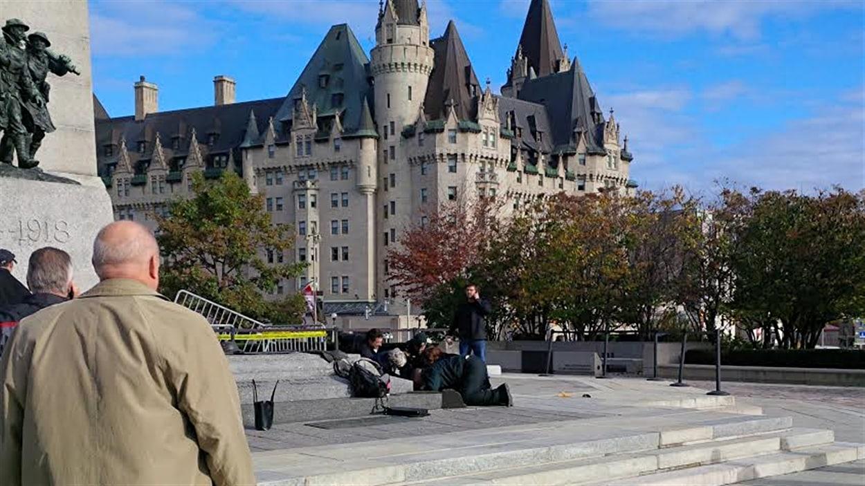 Une personne a été blessée au Monument commémoratif de guerre du Canada, à Ottawa.