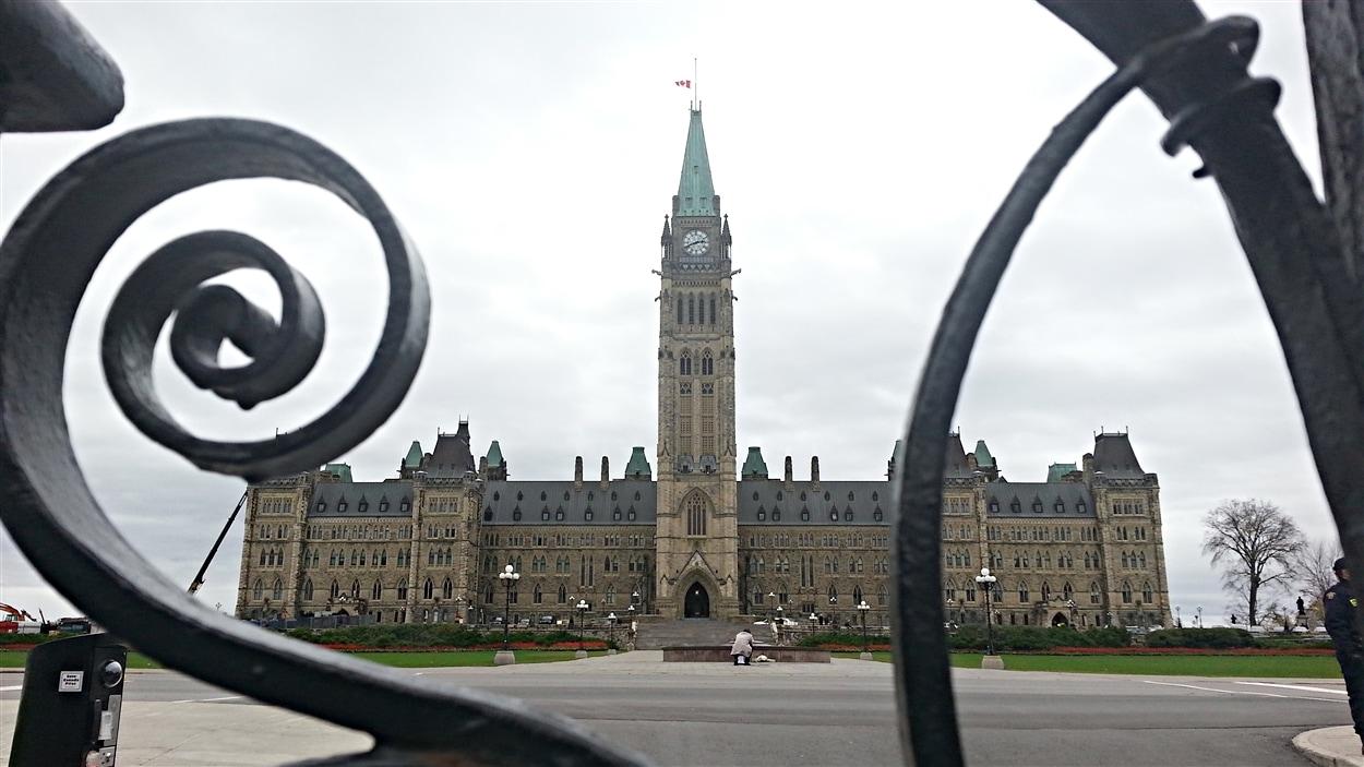 Le parlement d'Ottawa, au lendemain de l'attaque armée. (23-10-14)