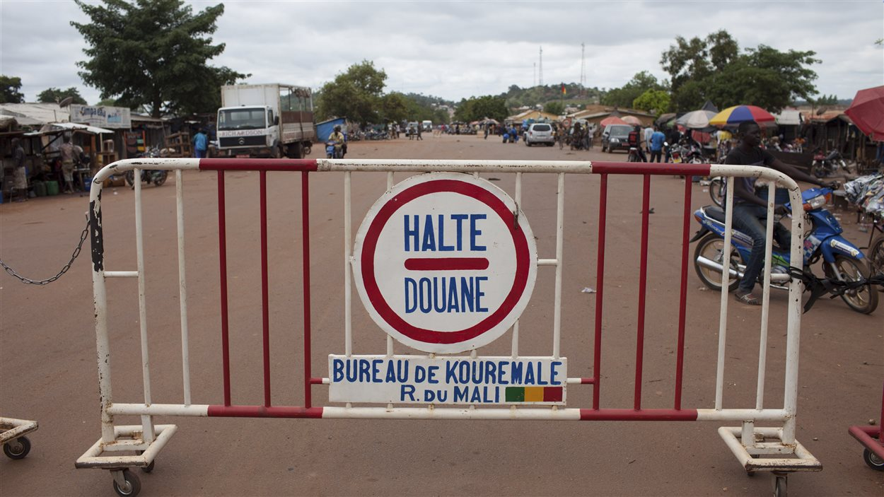 Frontière entre le Mali et la Guinée, pays durement touché par Ebola