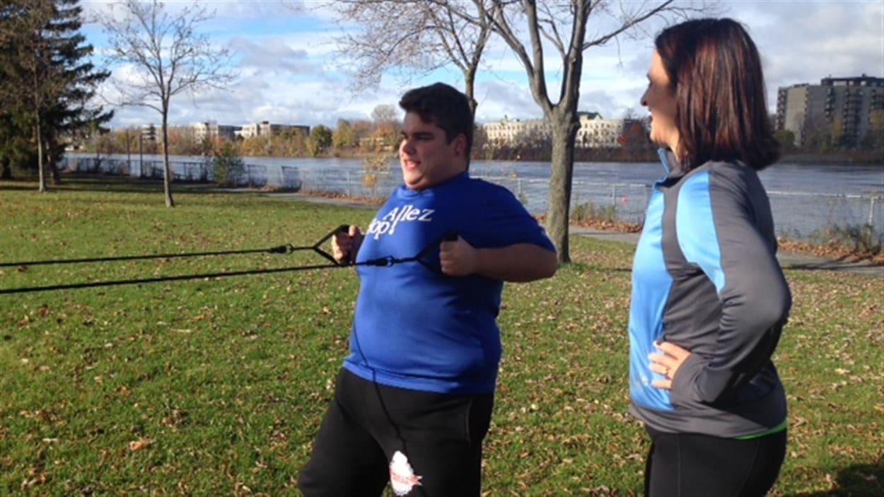 Jeune obèse à l'entrainement