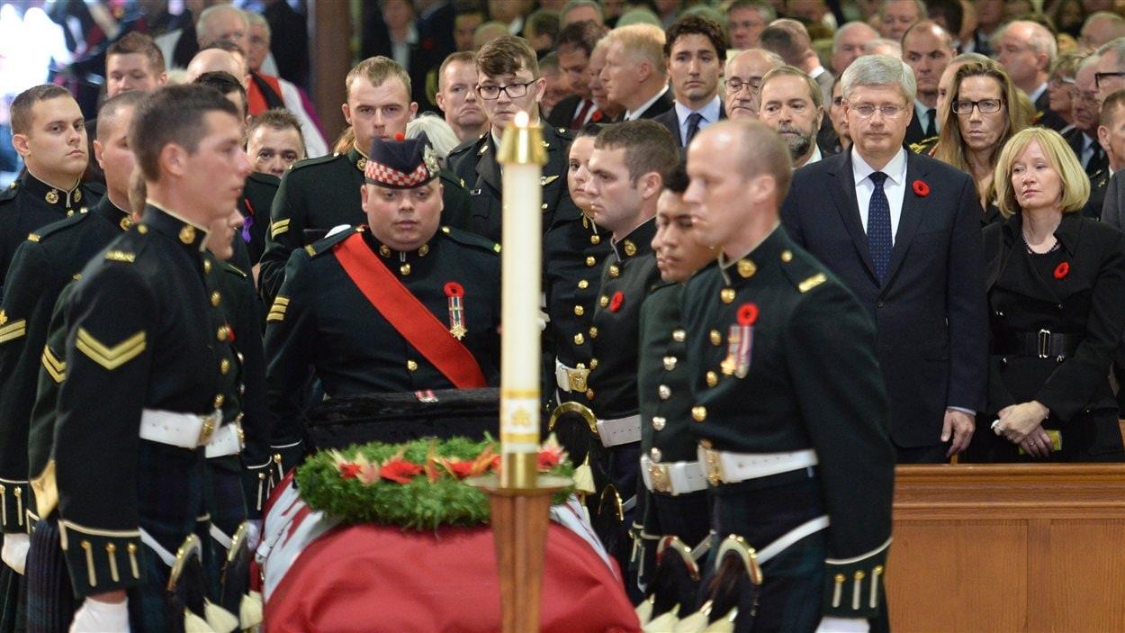 Le premier ministre Harper assiste à la cérémonie funèbre à la mémoire du caporal Cirillo.