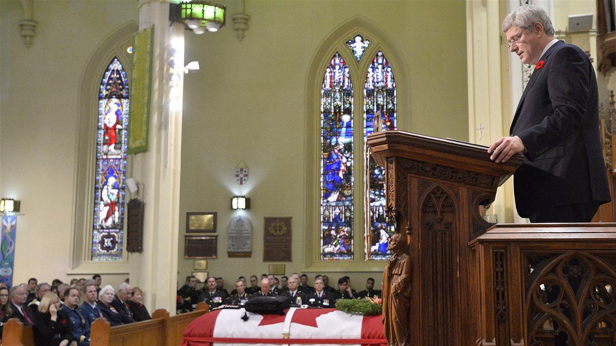 Le premier ministre Stephen Harper a rendu hommage au caporal Nathan Cirillo au cours des funérailles du militaire.