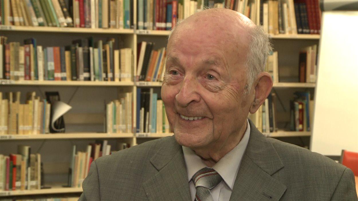 Guy Desrosiers est un des premiers membres de la Société.