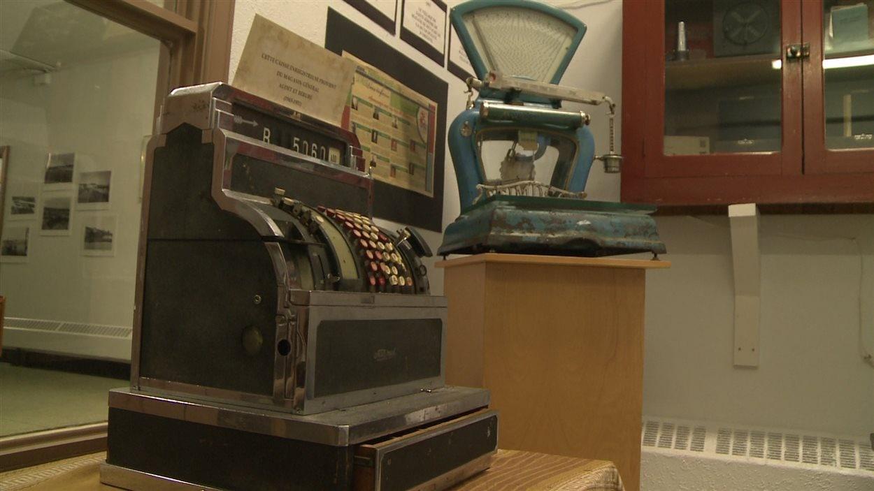 La Société expose plusieurs objets historiques.