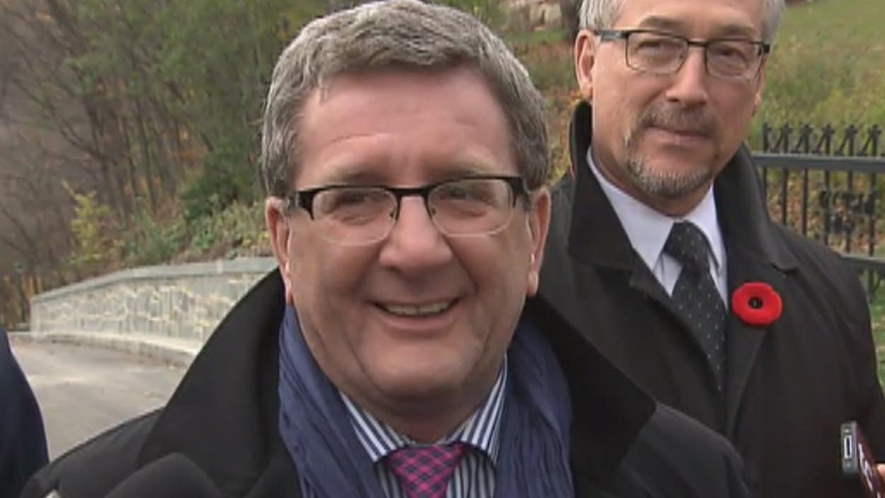 Le maire de Québec, Régis Labeaume, se réjouit de l'ouverture de la côte Gilmour à l'année.