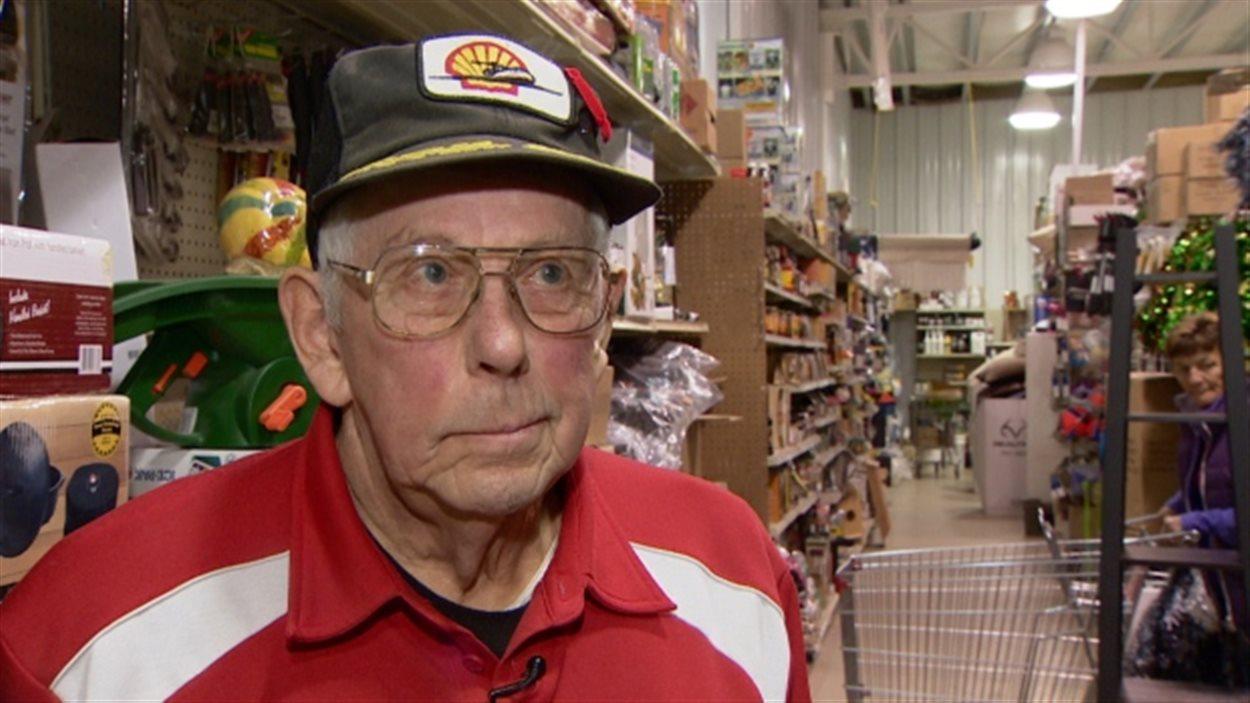Mac Arbuthnot a été forcé de reprendre le travail, à l'âge de 78 ans