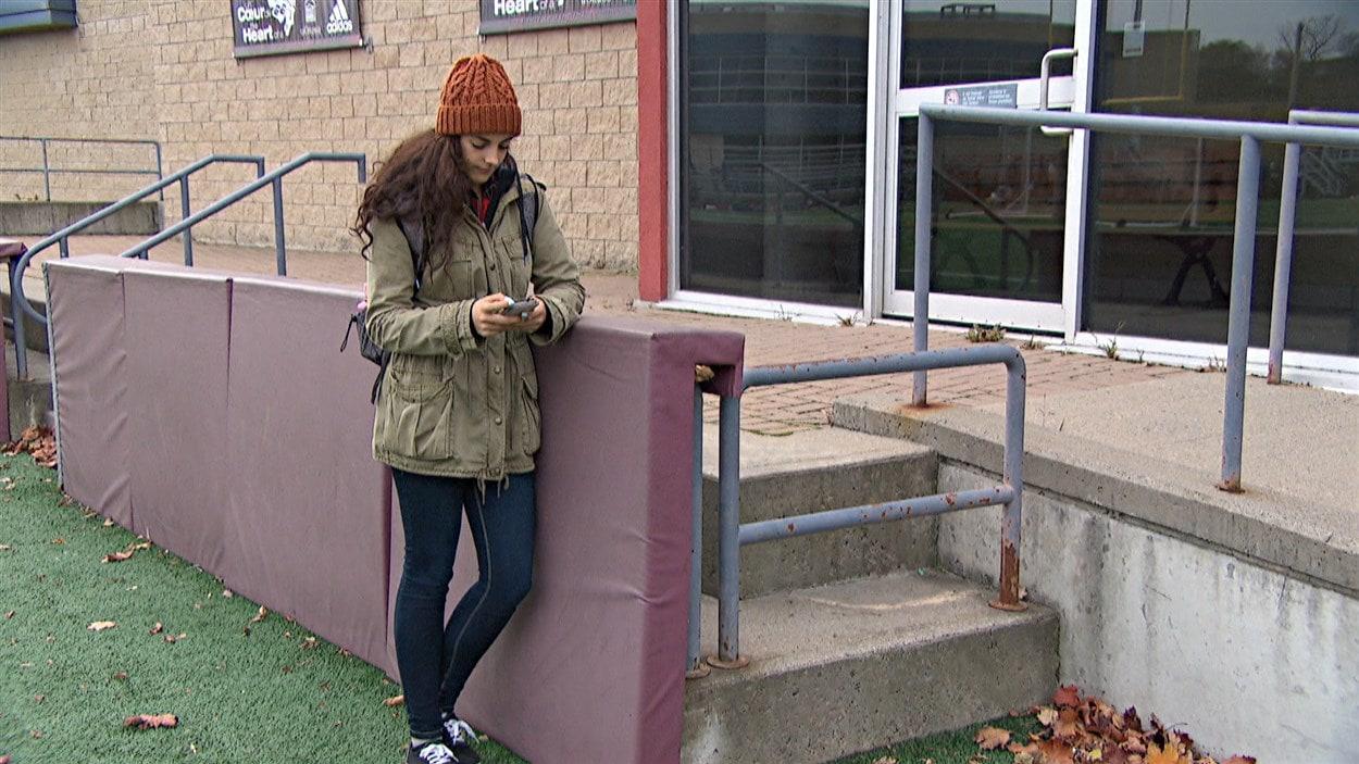 Une étudiante qui utilise le système Uber, à Ottawa.