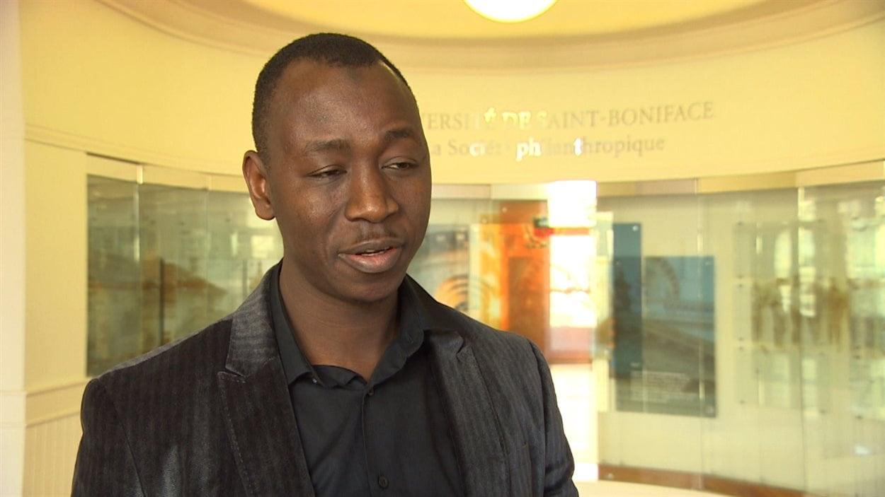 Ousmane Samoura, étudiant à l'Université de Saint-Boniface, originaire de Guinée, s'inquiète de la situation de ses compatriotes.