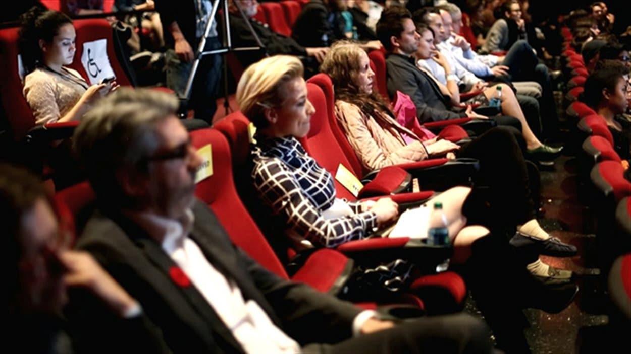 La comédienne québécoise Karine Vanasse était au nombre des spectateurs présents à la projection de Mommy mercredi à Hollywood