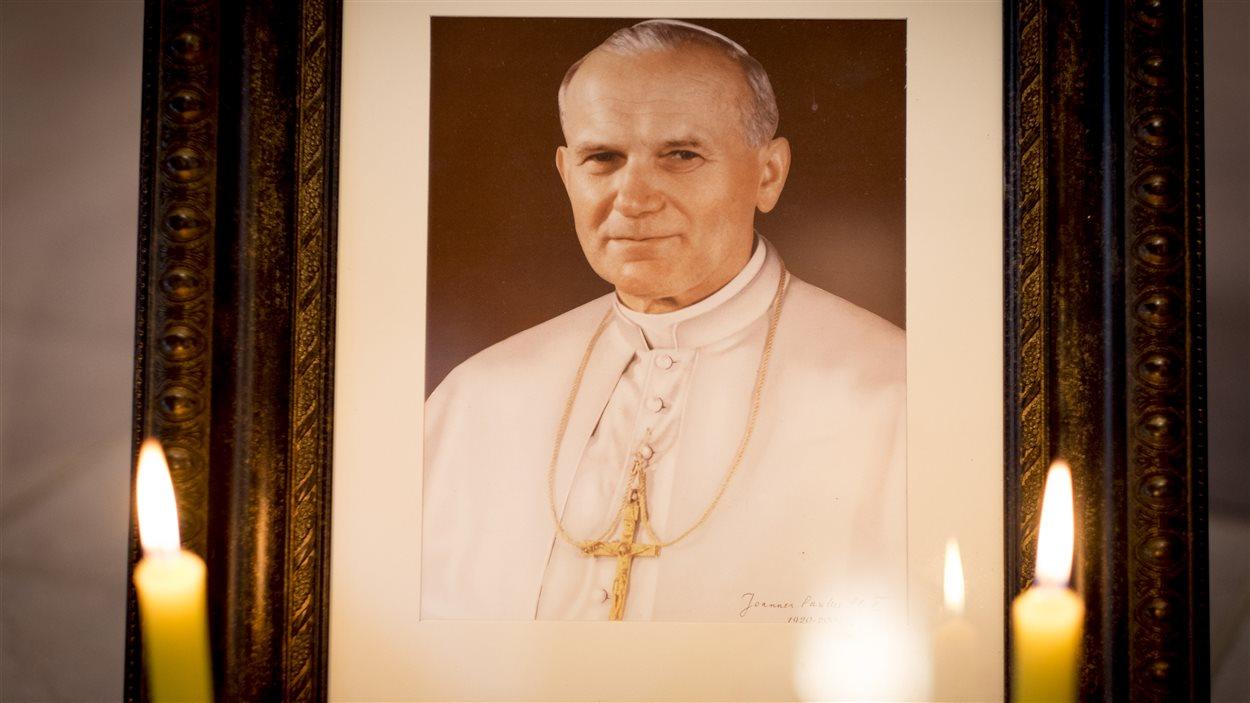 Le portrait de Jean-Paul II a une place de choix dans la chapelle des Carmélites