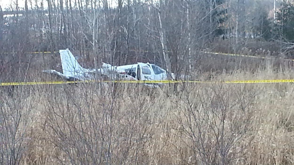 L'avion s'est retrouvé en bordure de l'autoroute 40.
