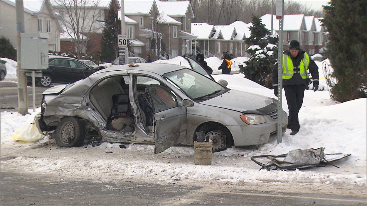 Un policier est rentré en collision avec cette voiture dans la quelle se trouvait un enfant de 5 ans.
