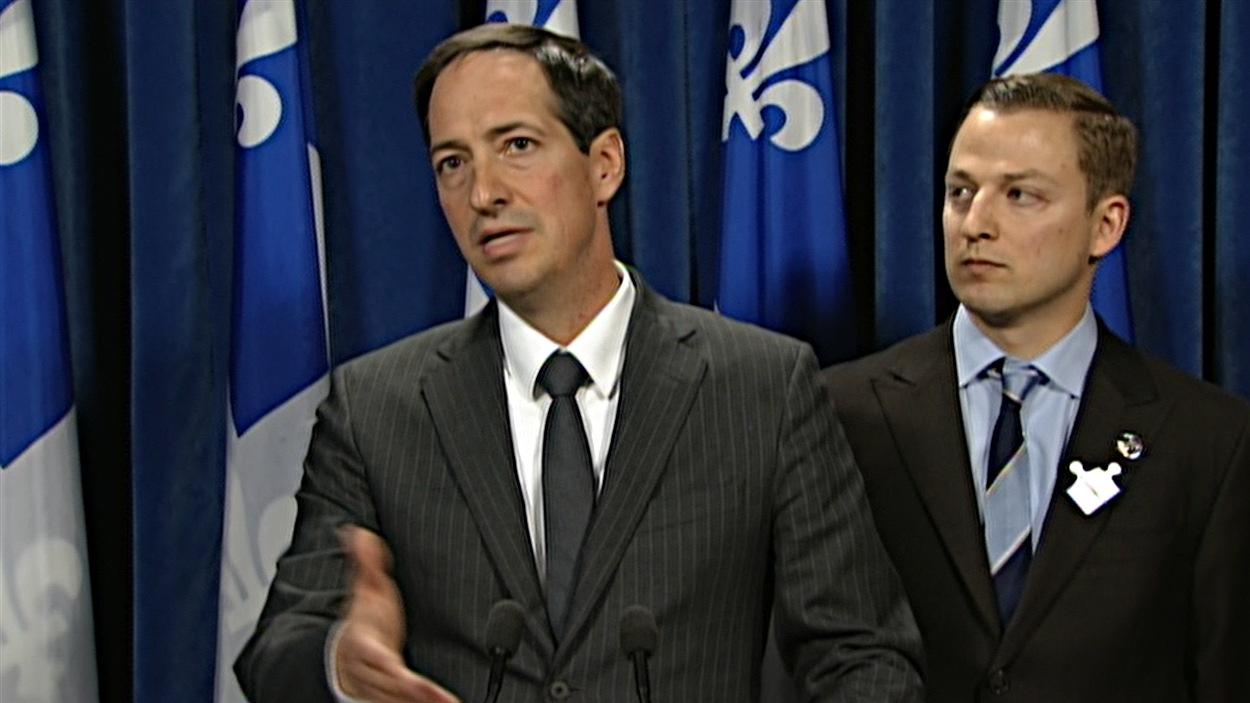Stéphane Bédard (à gauche)