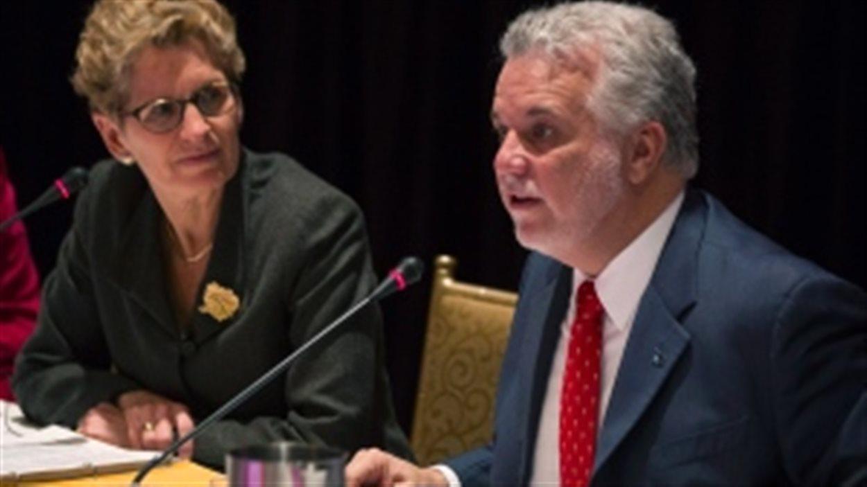 Les premiers ministres de l'Ontario et du Québec Kathleen Wynne et Philippe Couillard ont déjà imposé des conditions sur le projet d'oléoduc.
