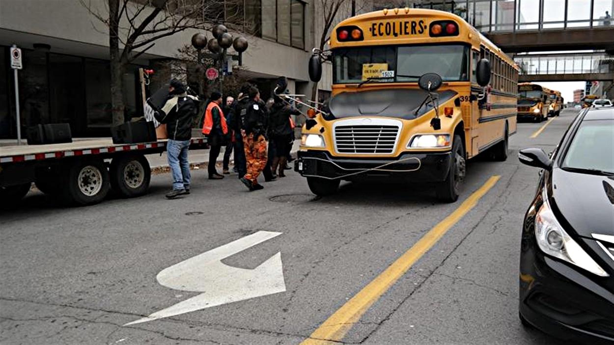 Retour à la normale au centre-ville de Gatineau. Les manifestants quittent en autobus. (26-11-14)