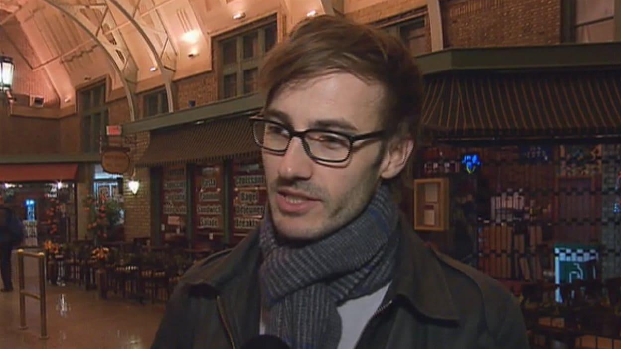 Le documentariste Jean-François Caissy présente son film La marche à suivre cette semaine à Québec.