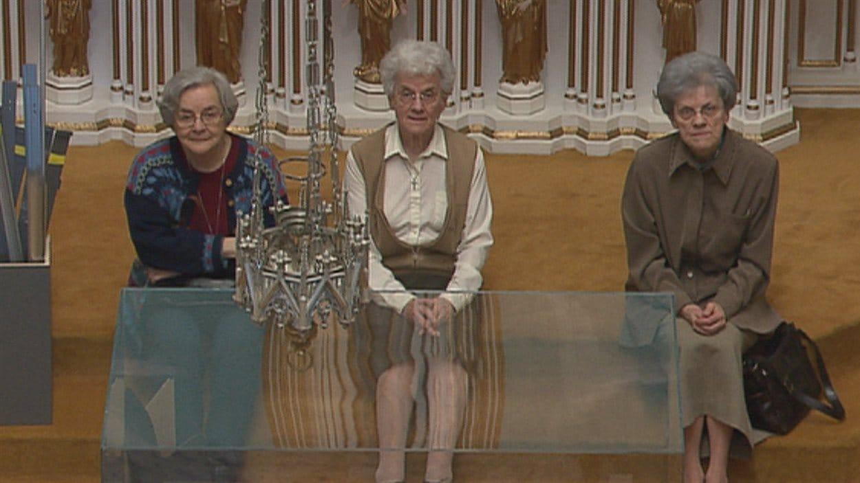 Les soeurs ont éccouté une dernière fois l'orgue de leur chapelle