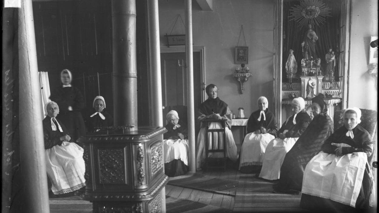 Infirmerie des vieilles dames à la maison-mère de Québec, vers 1900