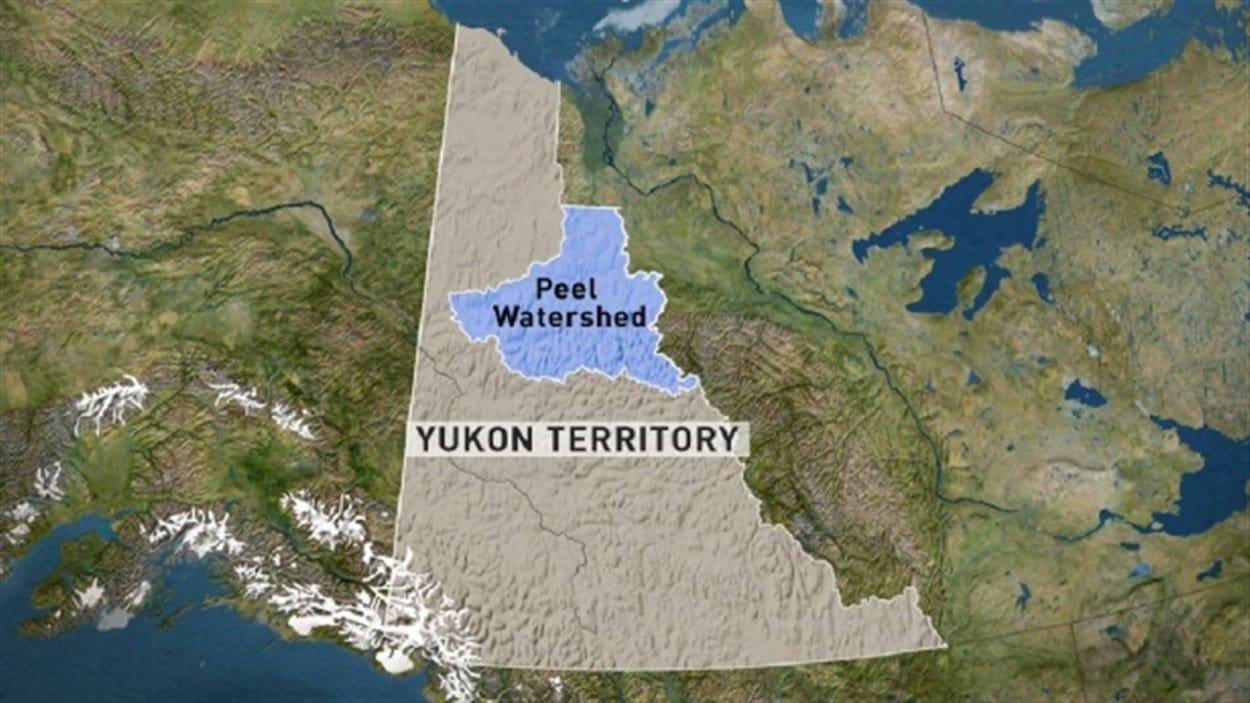 Le bassin Peel au Yukon (en bleu)