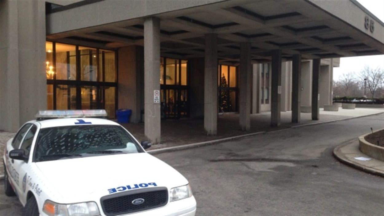 Le triple meurtre a eu lieu dans cet immeuble d'appartements du quartier Thorncliffe Park.