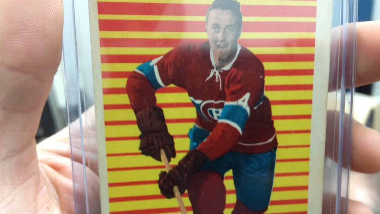 Cette carte de hockey de Jean Béliveau appartenant à Hugues Chiasson date de la saison 1963-1964.