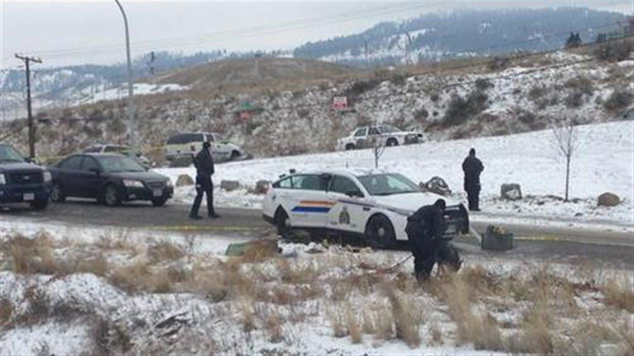 Des policiers et un chien renifleur à Kamloops