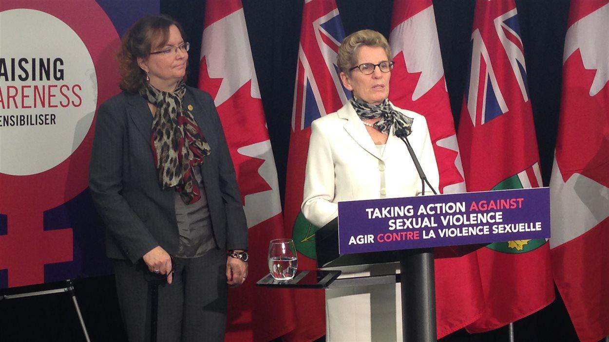 Kathleen Wynne annonce des mesures pour lutter contre le harcèlement sexuel.